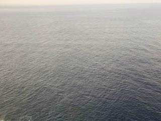 Picture 6: Different over water. The plane surface does barely allow a judgment if you are 20, 50 or 100 meters above the water.