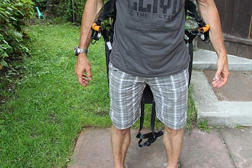 Picture 2: With this type of harness, a take off with open latches/straps, as shown, is almost impossible.