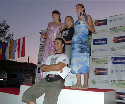 Women's podium and meet director Joachim