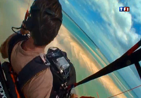 Nicolas Hulot flies Razebuss' Razmott 130 above the Mozambique channel