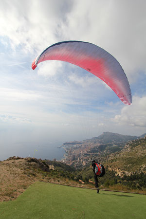 Launching at Mont Gros, Roquebrune. Photo: Fred Gustafsson