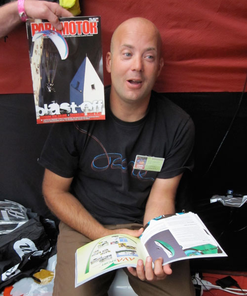 Russell Ogden gets it in the ear from Paramotor Mag