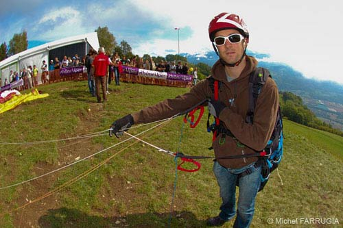 Cyril Planton demonstrates the Sol One, their one-line paraglider, at the 2011 Coupe Icare