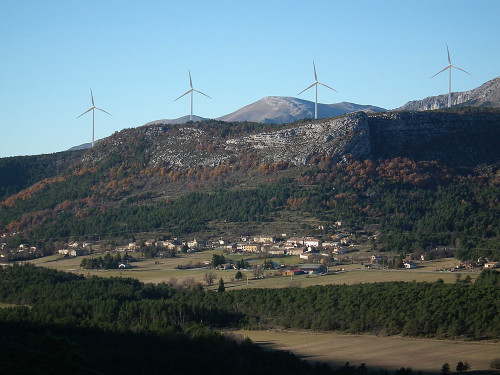 EDF want to build 10 to 20 wind turbines above the small village of Valderoure just along the ridge from the hang glidig and paragliding site of Col de Bleyne.
