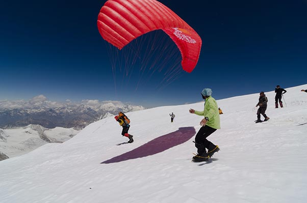 Ken Hutt launching from the slopes of Cho Oyu. Photo: Ken Hutt collection