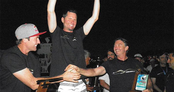 Tom Weissenberger lifts the trophy. Photo: ABVL