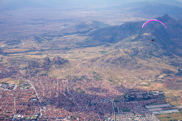Gliding over Prilep towards the monastery of Treskavec
