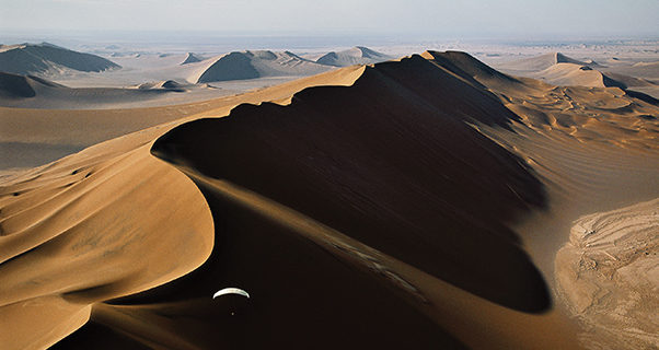 Paragliding in the desert, George Steinmetz