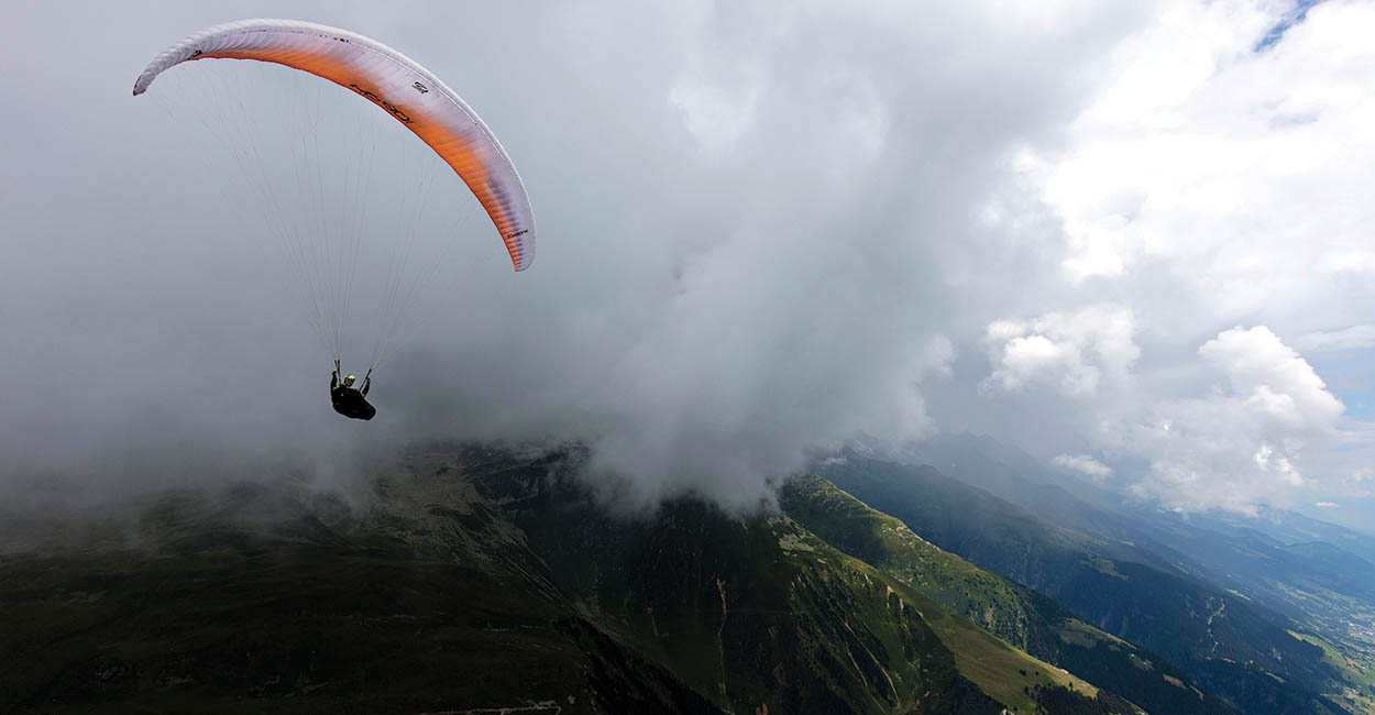 Paragliding near rain. Photo: Martin Scheel