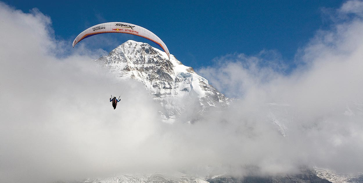 Hike and fly the Eiger with Paul Guschlbauer. Photo: Olivier lager / Red Bull Content Pool