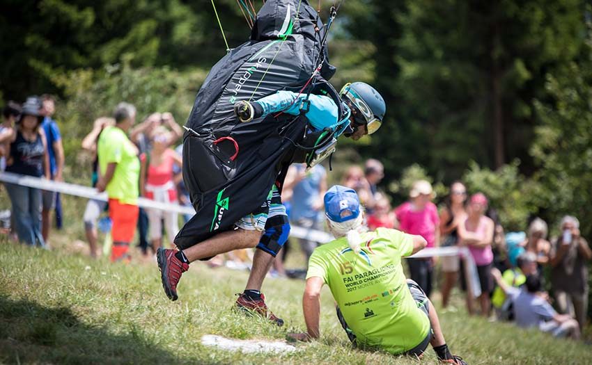 Paragliding take off at the FAI 2017 Paragliding World Championships in Italy. Photo: Marcus King