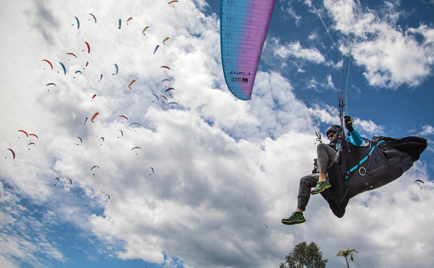 Competition Paragliding. Photo: Marcus King