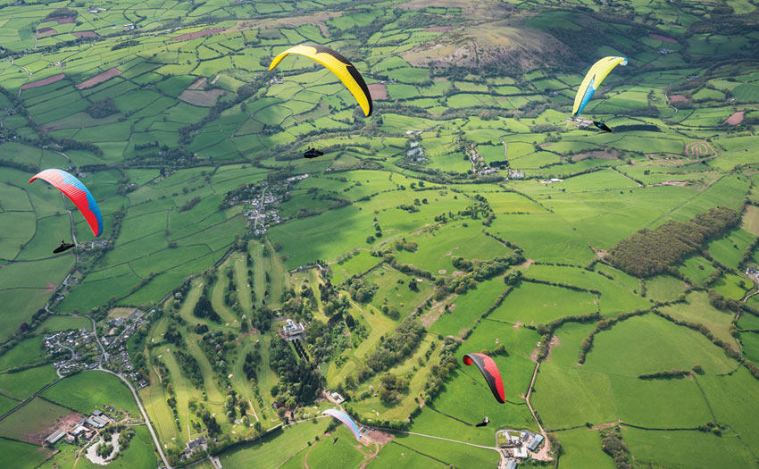 Paragliding in England. Photo: Harry Bloxham