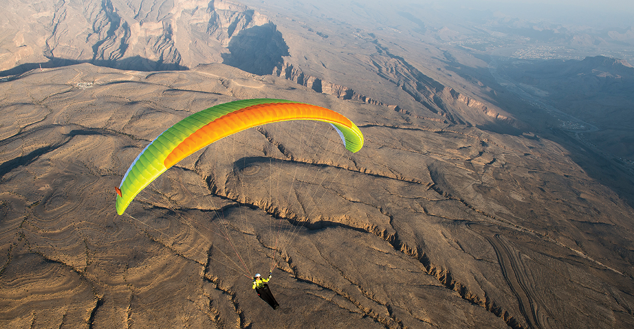 Paragliding in Oman. Photo: Felix Woelk