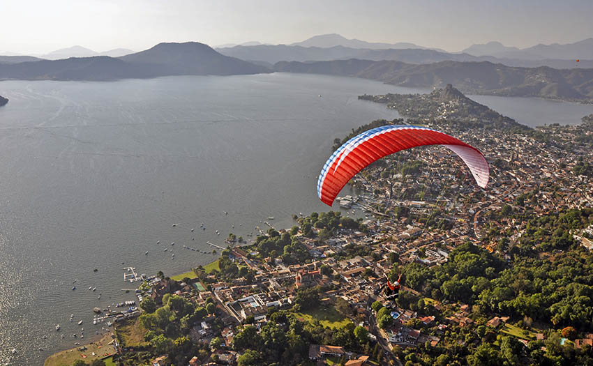 Paragliding-Valle-De-Bravo-Lake-Evening