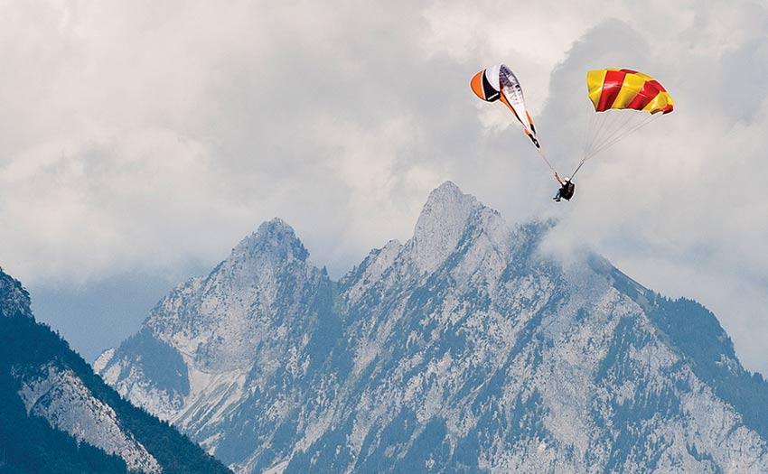 Paraglider reserve throw