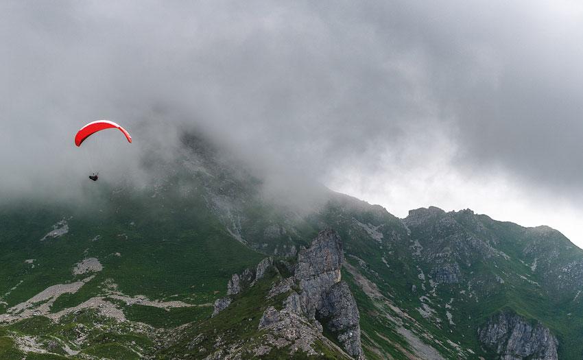 Avoiding clouds. Photo: Andi Busslinger