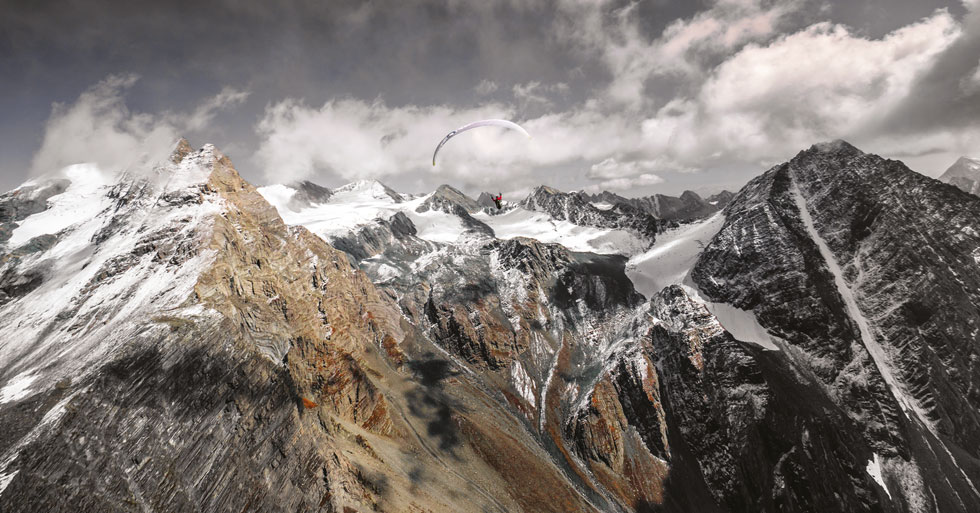 Paragliding in the Indian Himalaya. Photo: Loraine Humeau