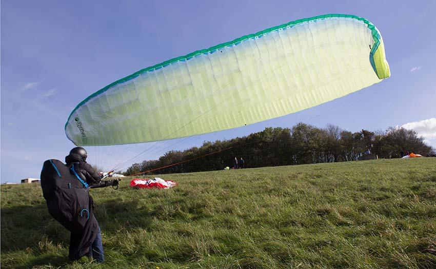 Ridge soaring on a paraglider