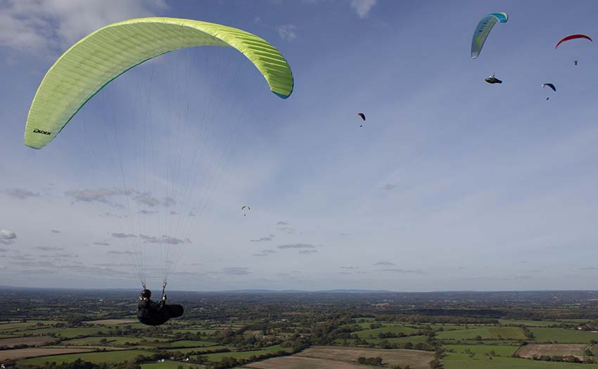 Exploring the lift band while paragliding