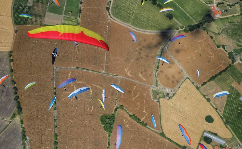 Paragliding competition by Xevi Bonet