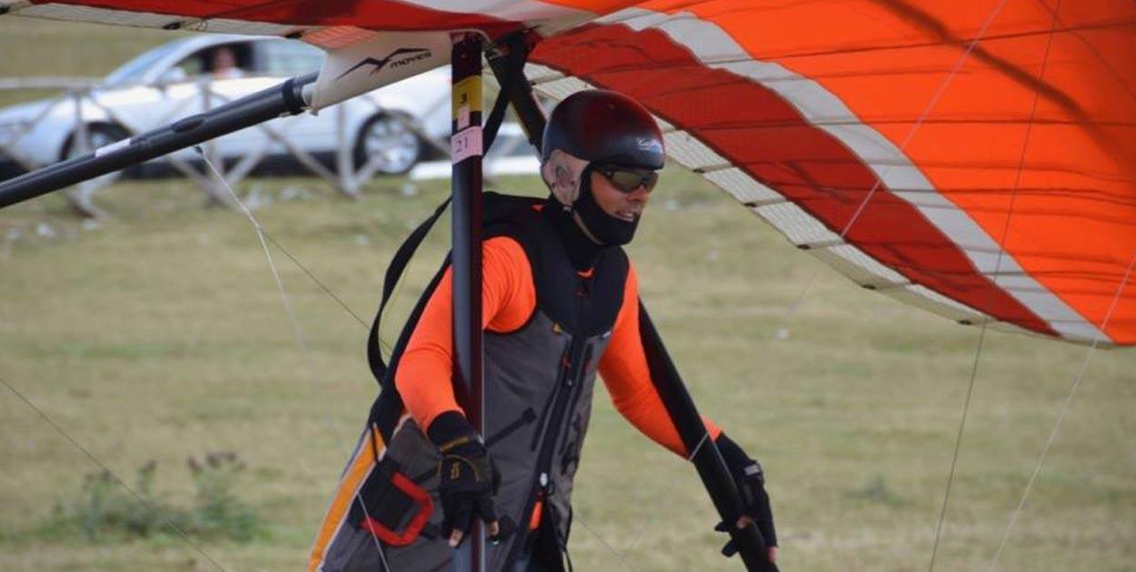 Livetrack24lite: iPhone GPS tracking program for hang glider