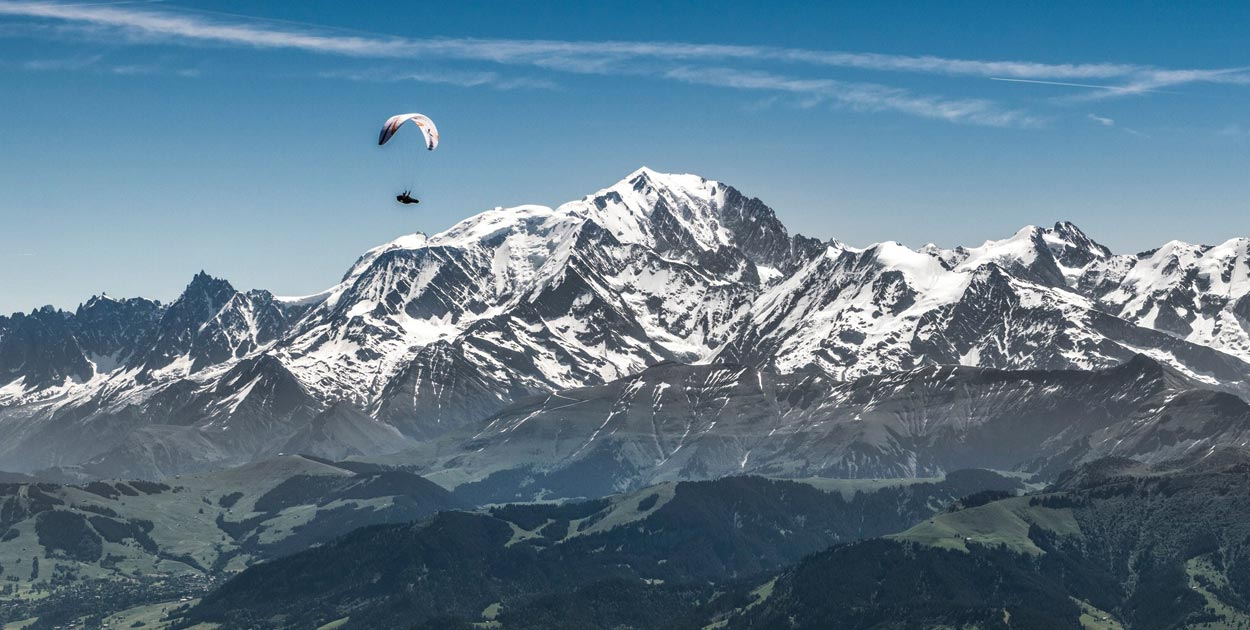 Paul Guschlbauer next to Mont Blanc Red Bull X-Alps 2019 Photo: S Marko