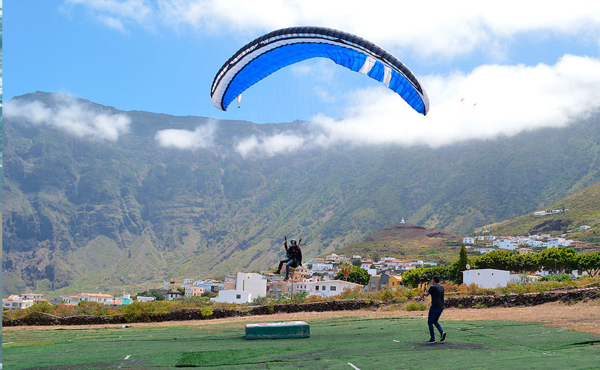 Paragliding festival in El Hierro. Photo: Andy Pag