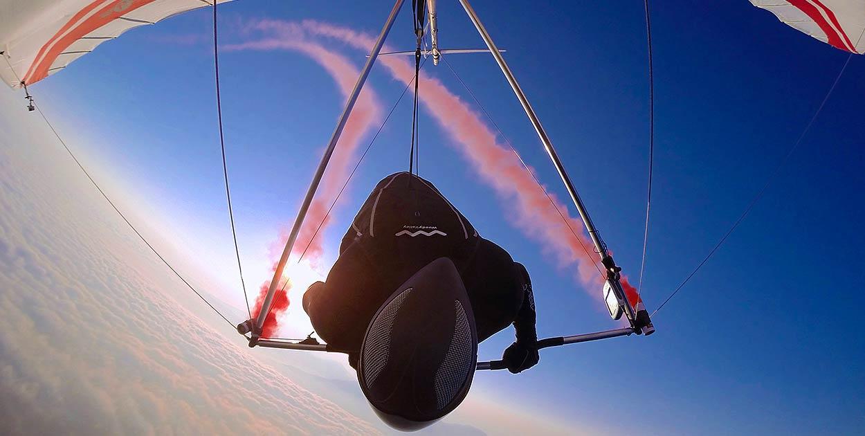 Hang Gliding by Matthias Küffer