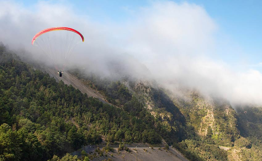 Paragliding with cloud in El Hierro. Photo: Marcus King