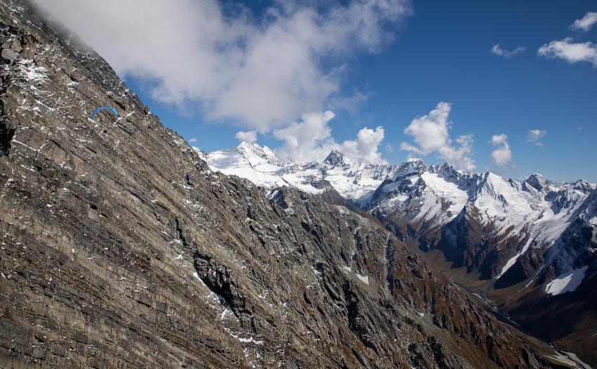 Mika Langle paraglides in the Indian Himalaya. Photo: Jorge Atramiz