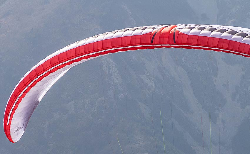 Leading edge design in paragliders