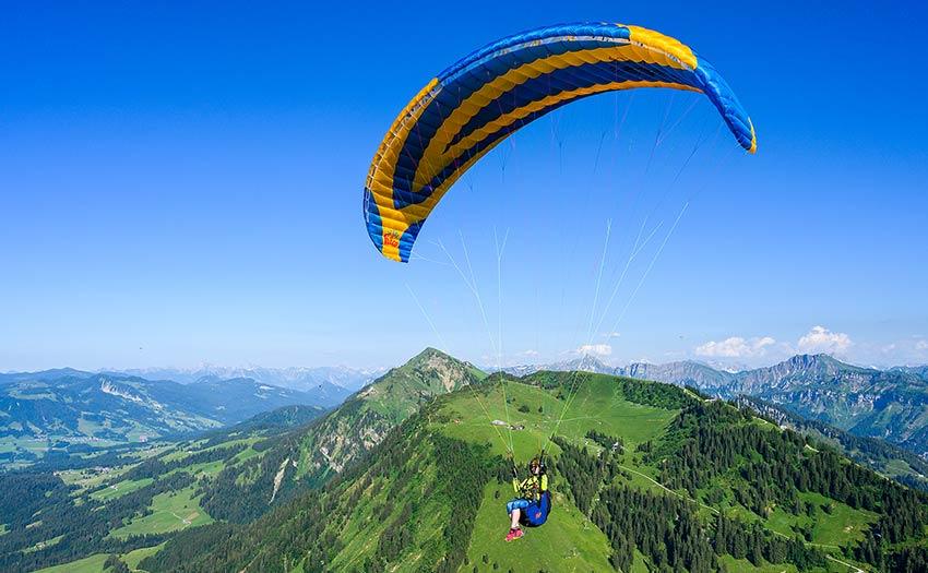 Choosing an EN B paraglider. Photo: Icaro