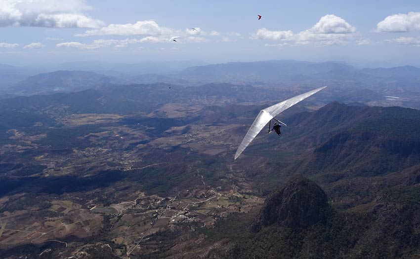 Hang gliding in Valle de Bravo, Mexico. Photo: Antoine Boisellier