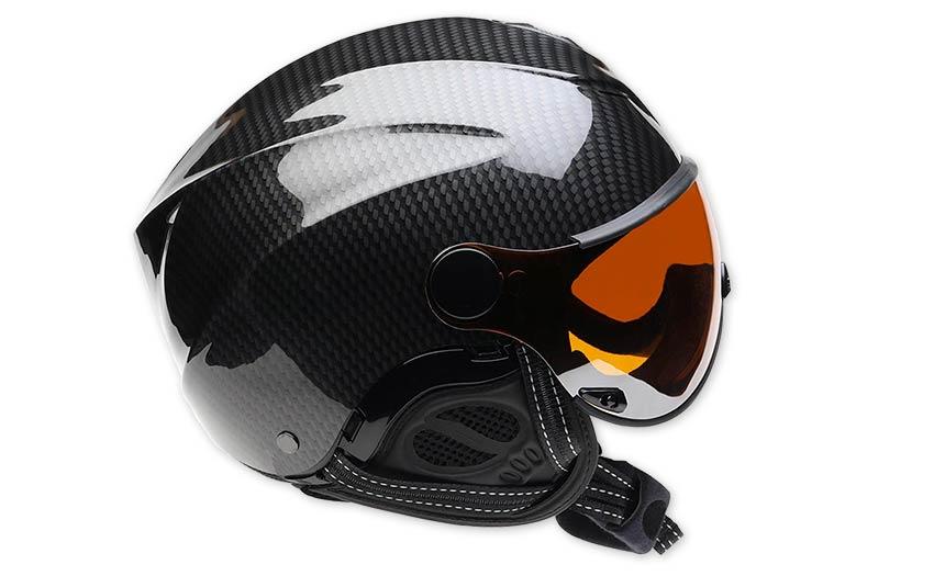 Choosing a helmet for paragliding. Photo: Icaro