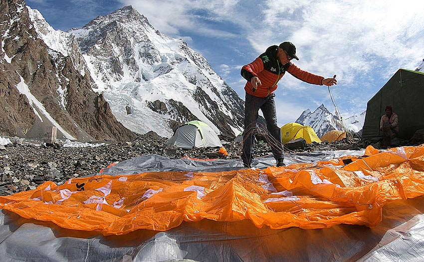How to choose the right equipment for high altitude hike-and-fly paragliding. Photo: Dudek