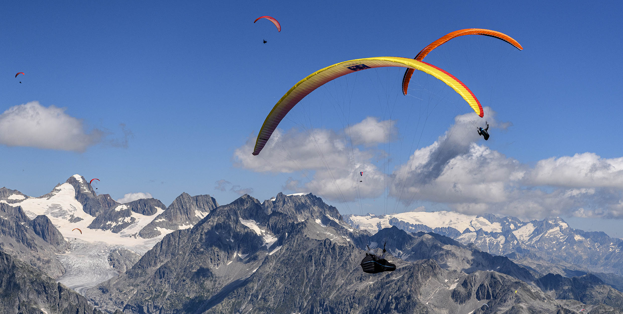 Thermalling at the Swiss Paragliding Open 2020. Photo: Andy Busslinger