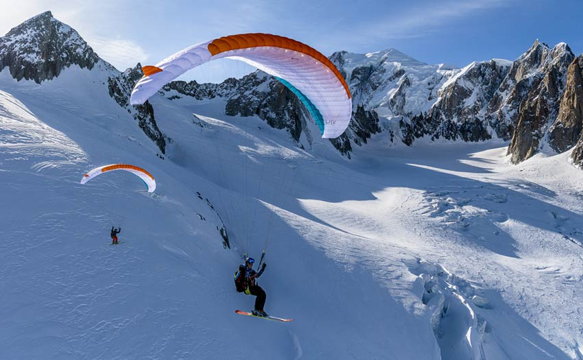 Skiing and paragliding on Mont Blanc. Photo: Andy Busslinger