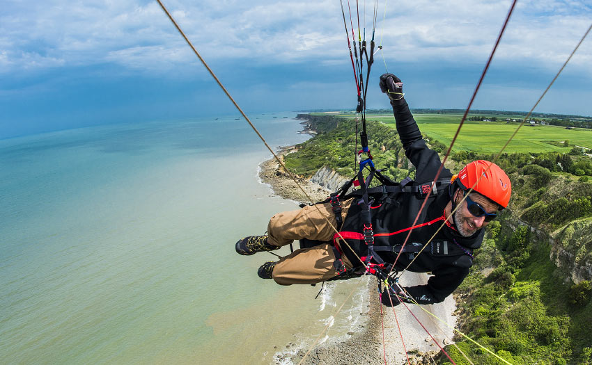 Paragliding in Normandy. Photo: Jerome Maupoint