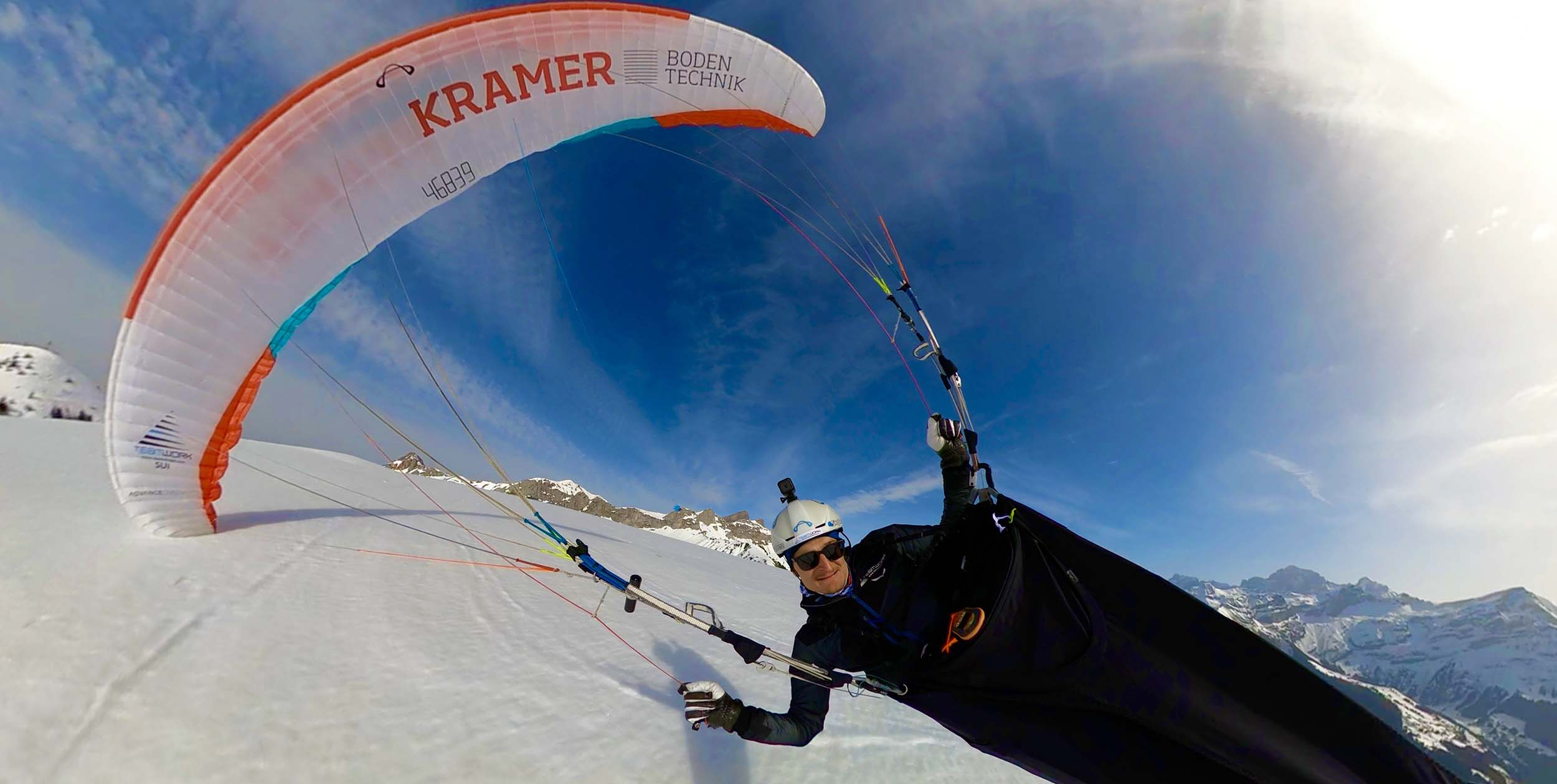 How-to-take-paragliding-selfies-2